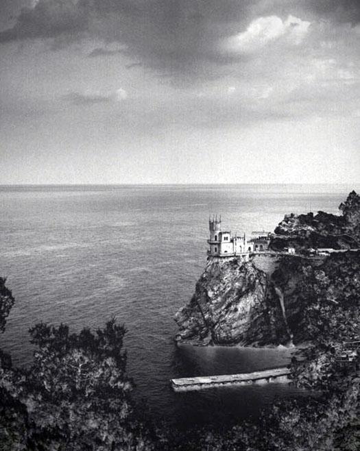старинное фото Ласточкиного гдезда в Большой Ялте