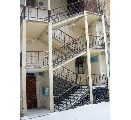 Музыкальная школа № 1 Севастополя, лестница