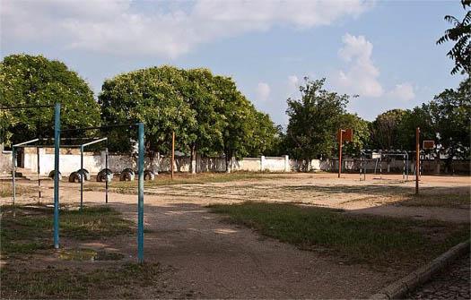 футбольное поле школы № 13 Севастополя