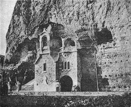 старинный пещерный храм