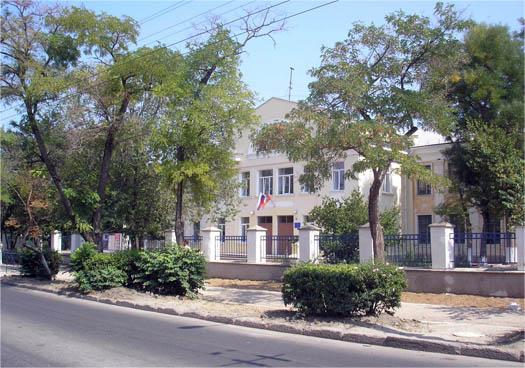 14-ая школа Севастополя, фото с дороги