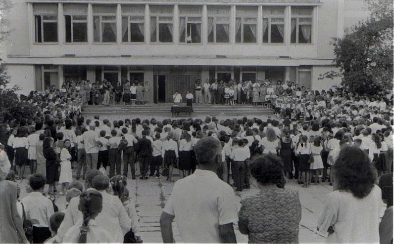 праздник в 29-ой школе много лет назад