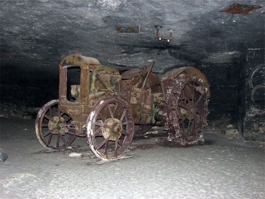 трактор в Аджимушкайской каменоломни