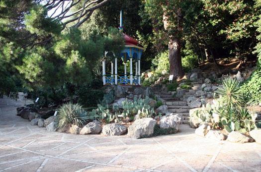 беседка в саду Никитском