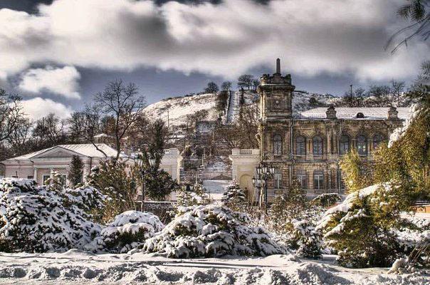 фото зимой Гимназии №2 в Керчи