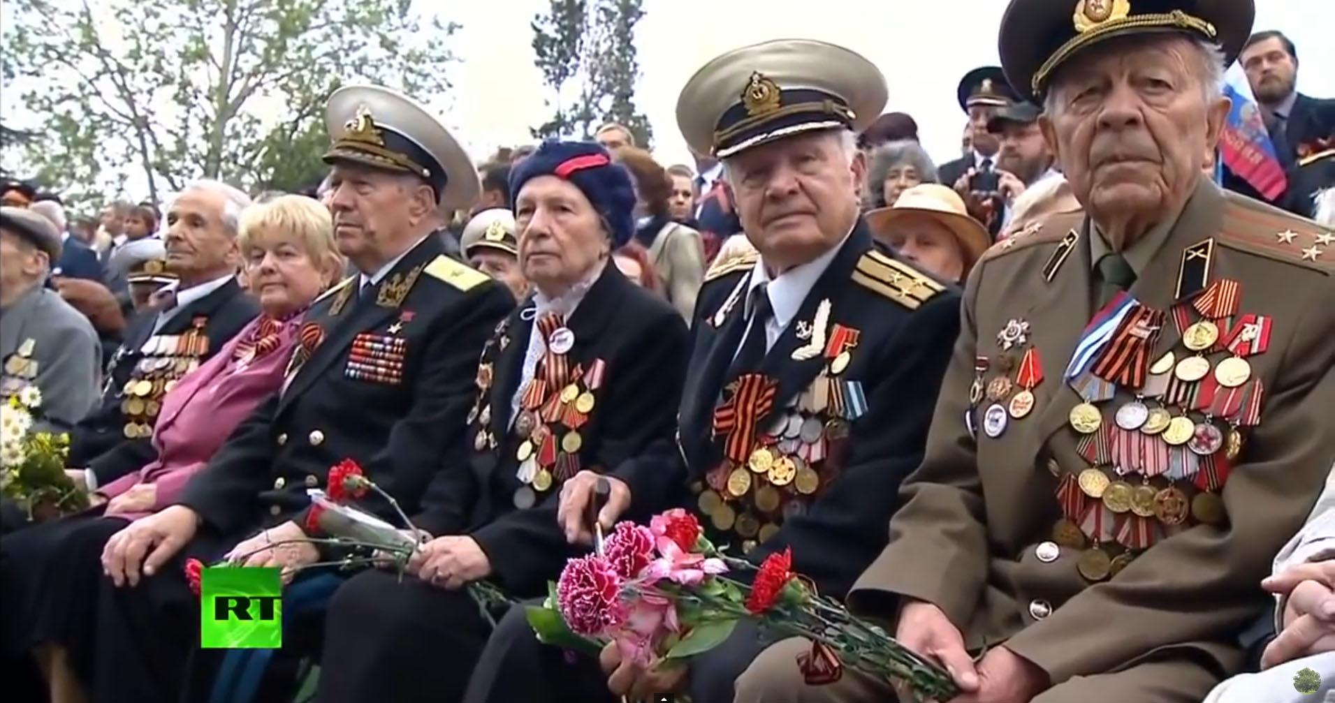 ветераны на дне победы в Севастополе